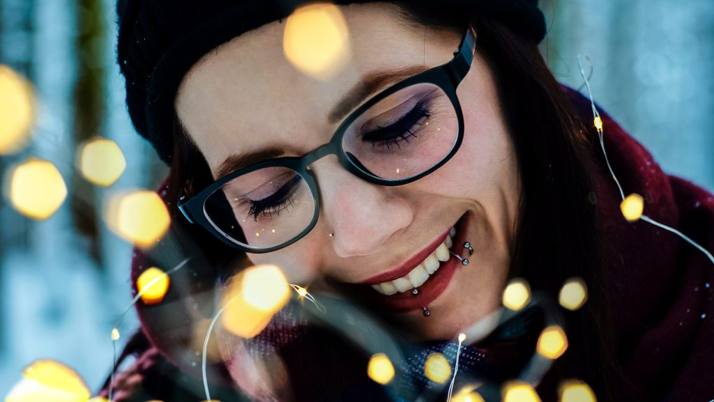 Portrait mit Lichterkette