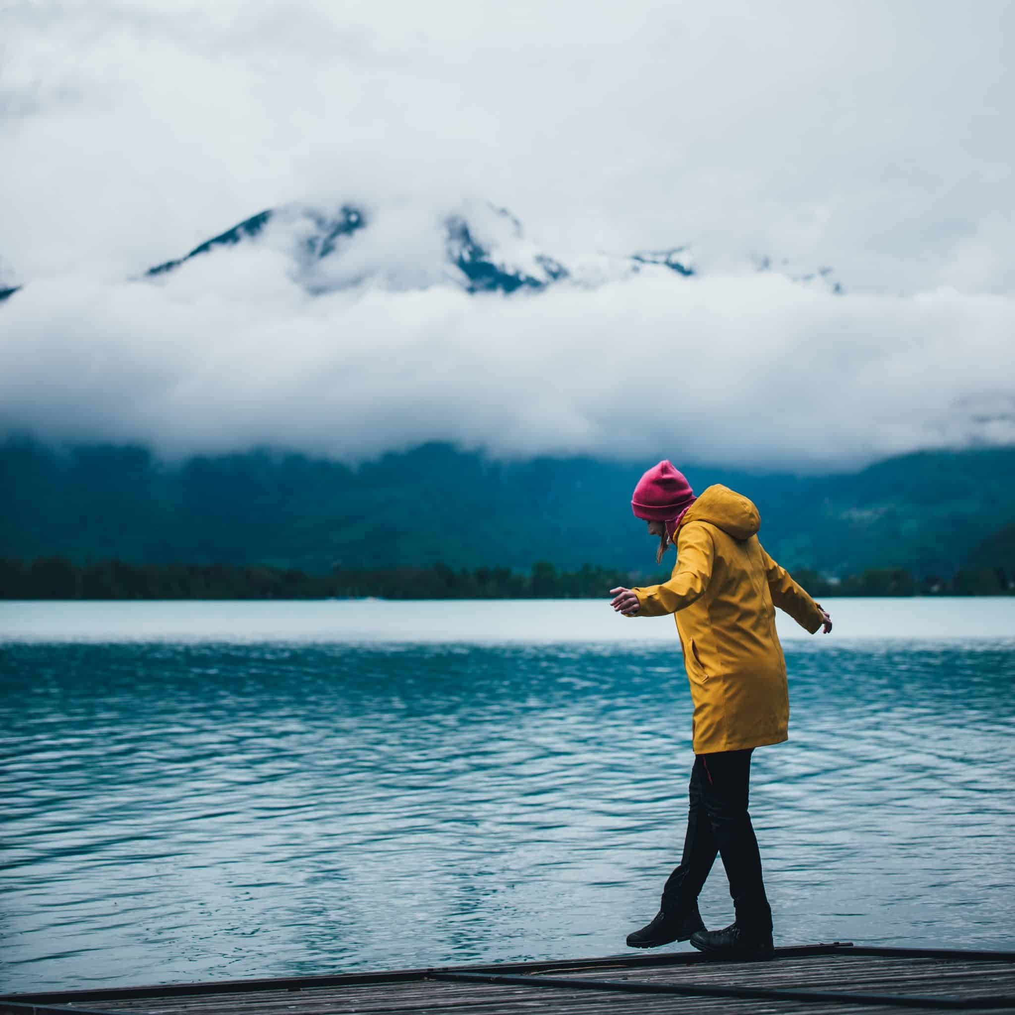 Gelbe Jacke am Walensee